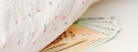 Guardar dinheiro em casa ou em uma instituição financeira?
